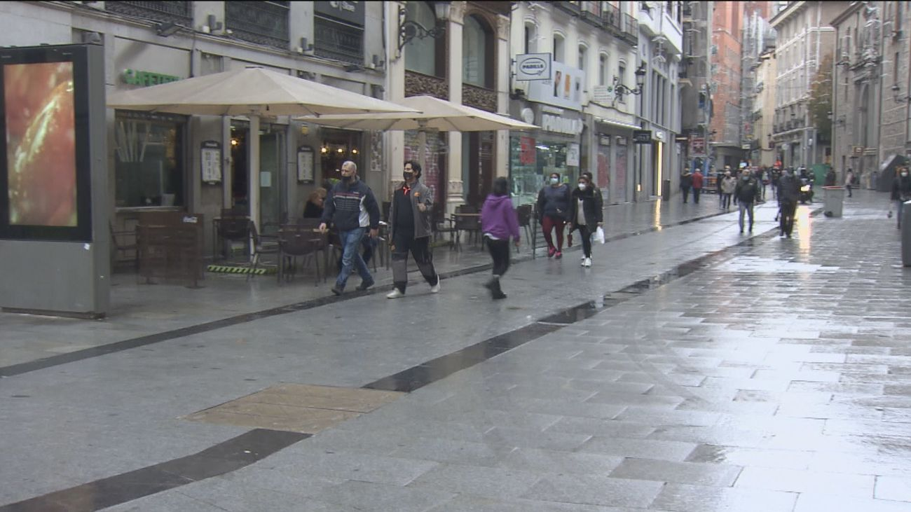 Los comerciantes esperan que el encendido de las luces animen las compras de Navidad