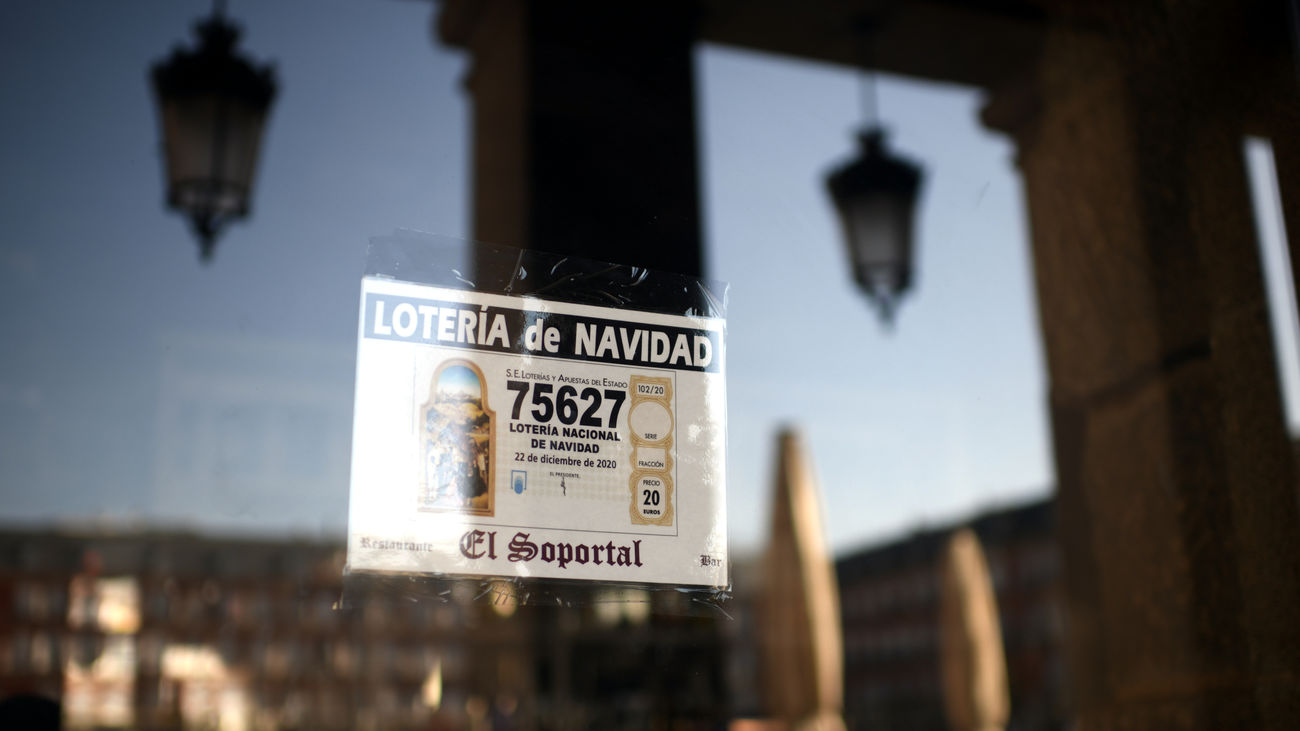 Imagen de un cartel anunciando un número de la Lotería de Navidad