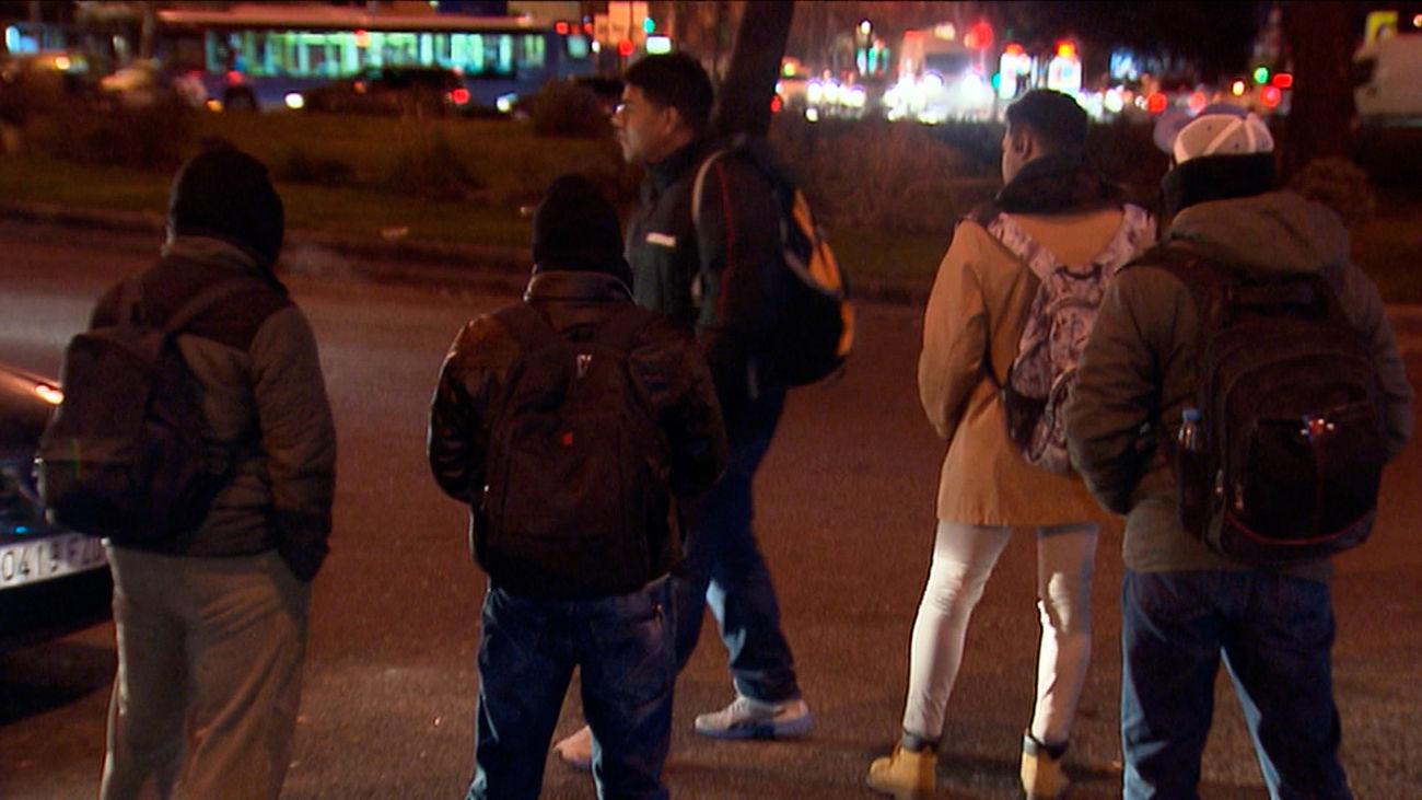 Crece con la crisis del coronavirus el número de inmigrantes que buscan un trabajo en negro en Plaza Elíptica