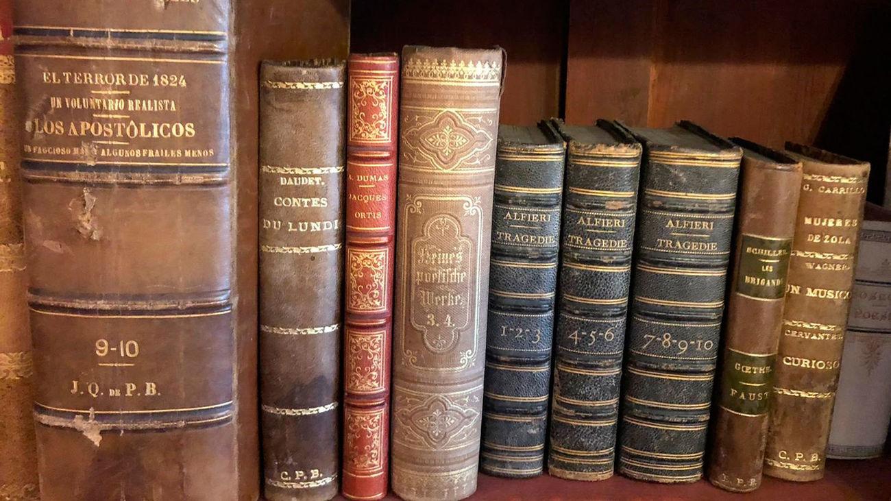 Libros de Emilia Pardo Bazán depositados en la Real Academia Galega