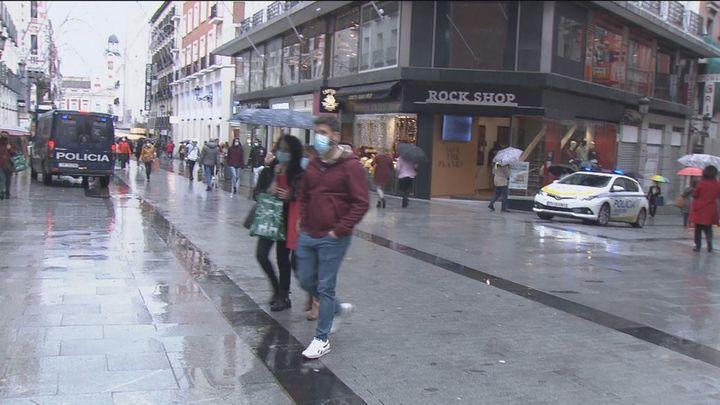 El centro de Madrid se llena de policías para vigilar las aglomeraciones en las compras navideñas