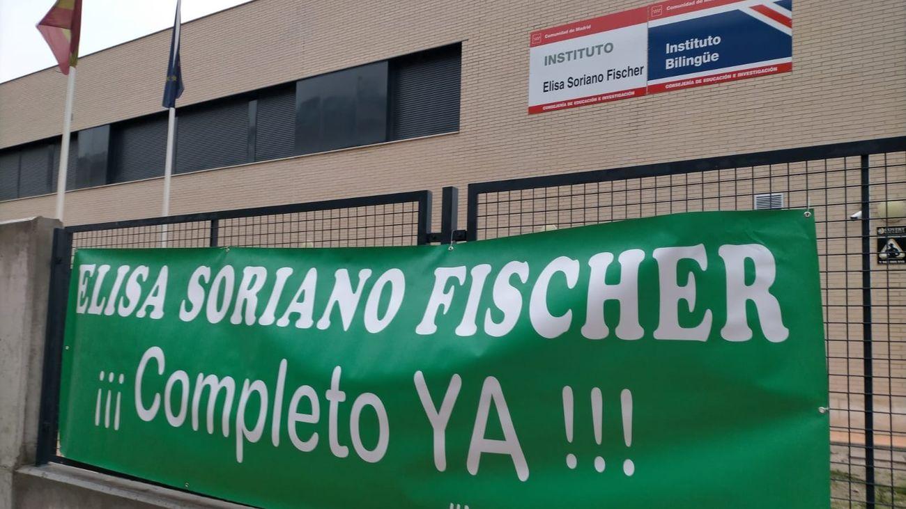 Los padres del instituto Elisa Soriano en Getafe se concentran para que se termine su construcción