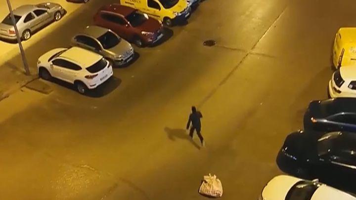 Un policía fuera de servicio se vio obligado a disparar al aire tras encontrarse con un atraco en Coslada
