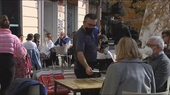 Bares, restaurantes y tiendas de Granada vuelven a la actividad tras 21 días de cierre