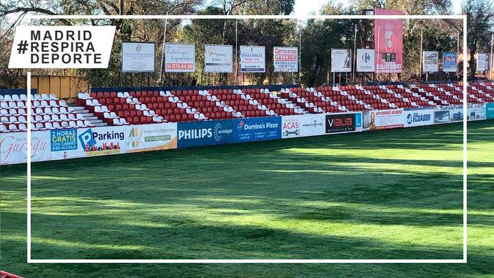 El Ayuntamiento de Alcalá instala 4.000 asientos del Calderón en el Estadio Municipal del Val