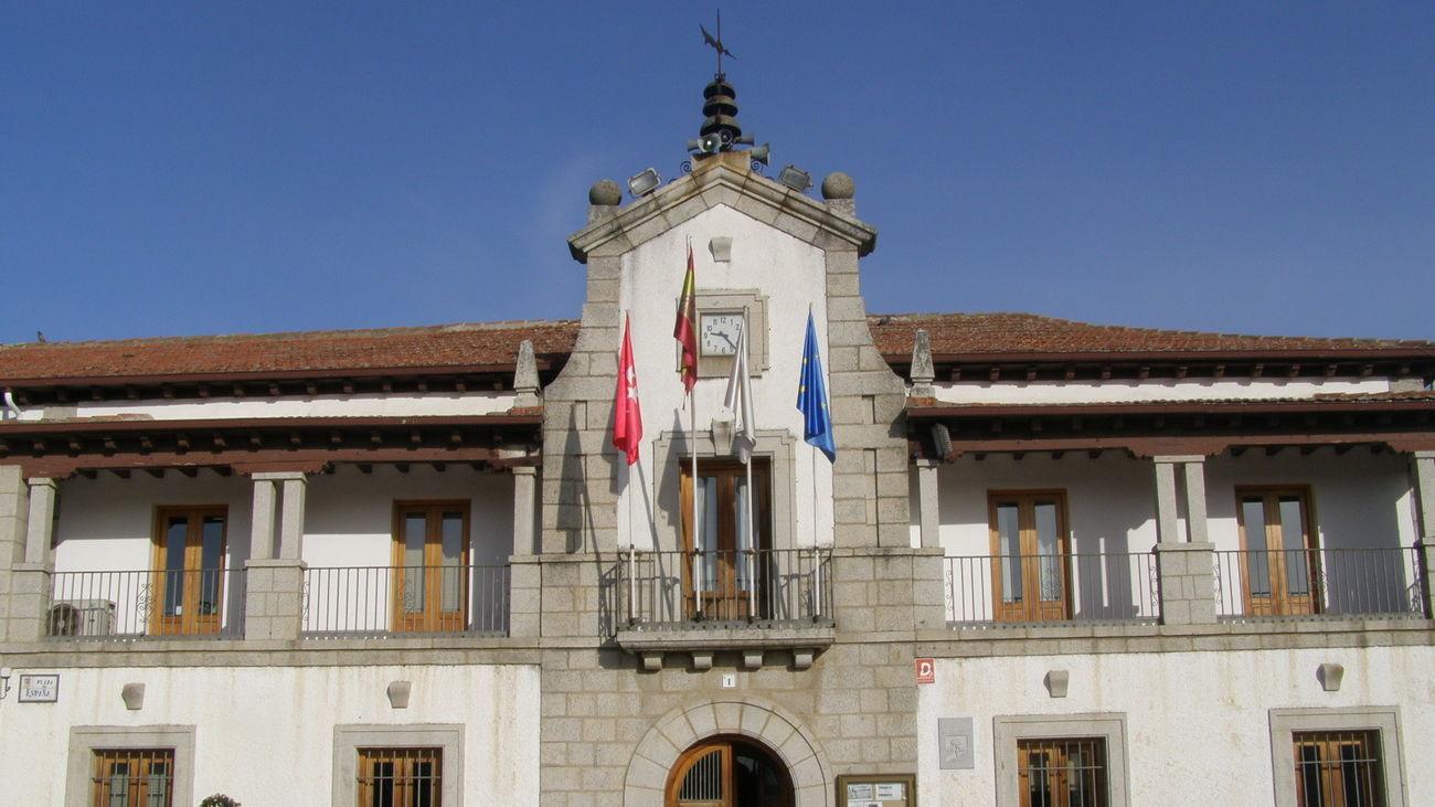Fachada principal del Ayuntamiento de Los Molinos