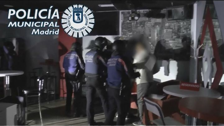 La Policía Municipal de Madrid puso 284 multas por botellón e intervino en 390 fiestas privadas este fin de semana