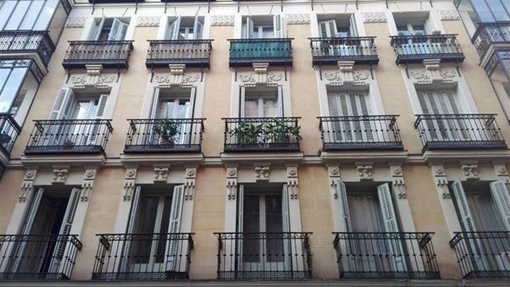 Caen un 60 por ciento las reservas de apartamentos turísticos de Madrid, en octubre