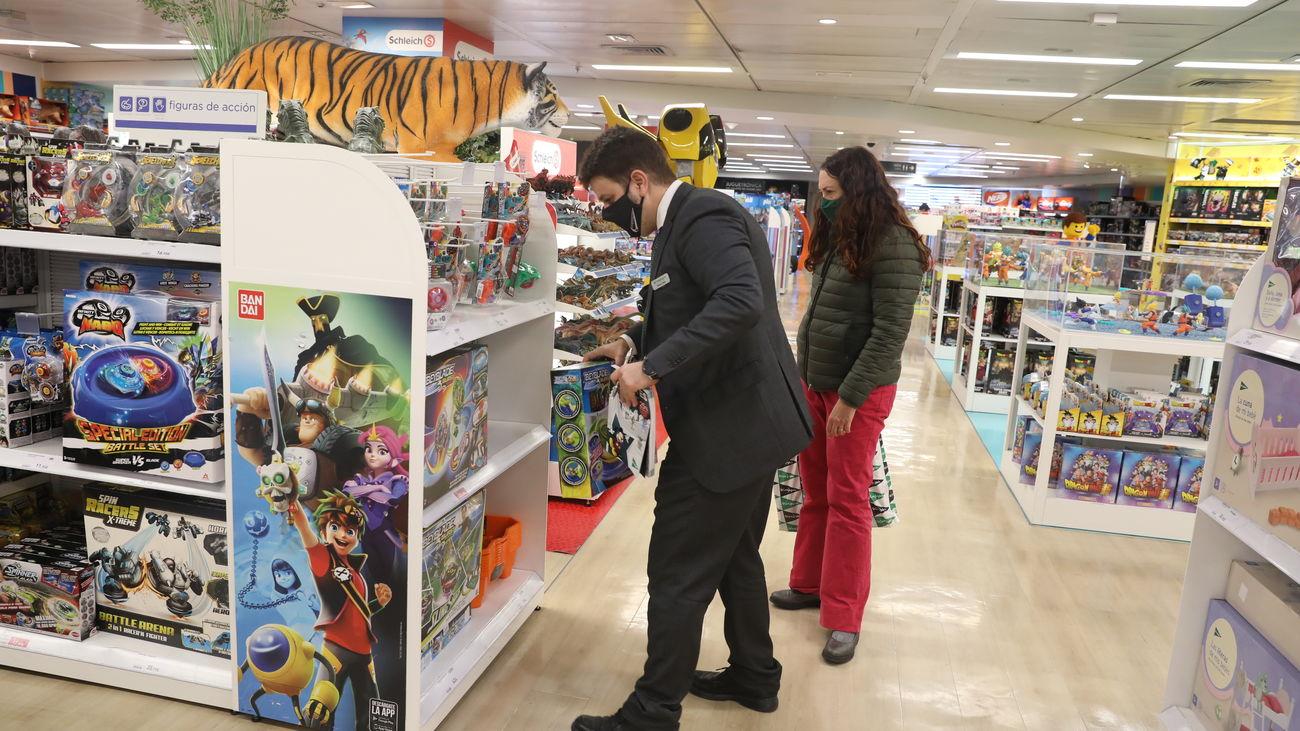 Los españoles gastaremos de media 526 euros en las compras navideñas