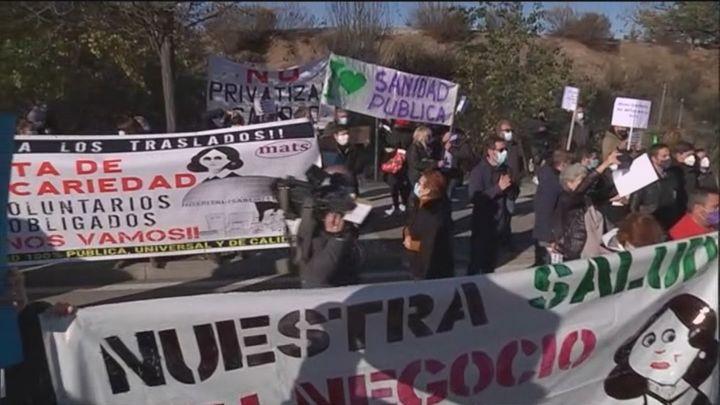 Protesta de sanitarios a las puertas del hospital Isabel Zendal