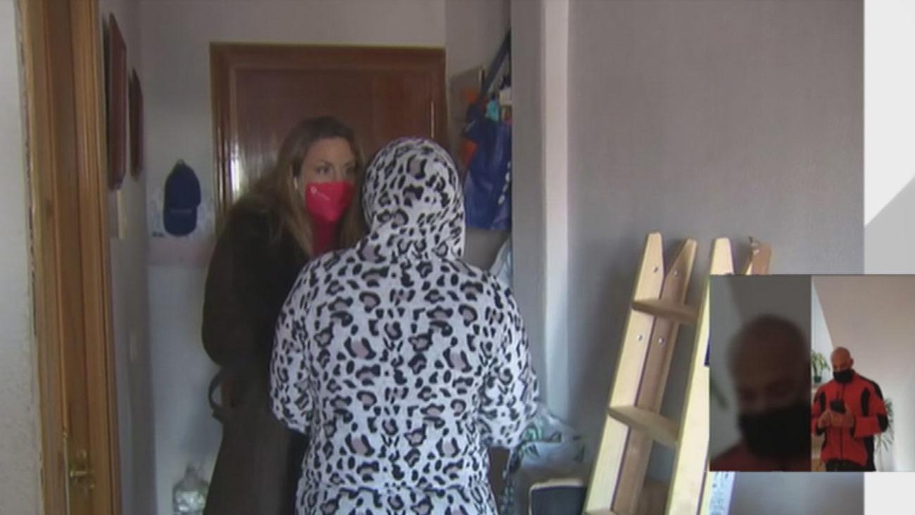 Un padre y su hija, presionados para que salgan del piso que okupan en Móstoles