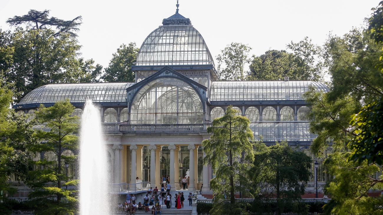 Imagen del Palacio de Cristal ubicado dentro del parque del Retiro de Madrid