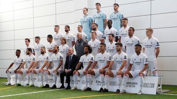 Sonrisas entre Ramos y Florentino Pérez; seriedad de Zidane