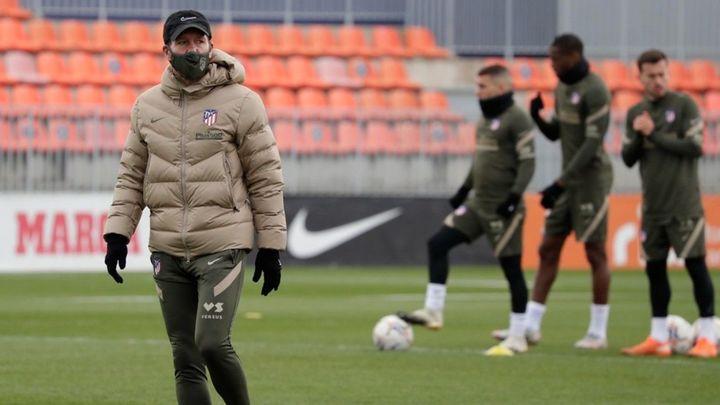 """Simeone: """"Tenemos futbolistas que nos dan opciones que no teníamos la temporada pasada"""""""