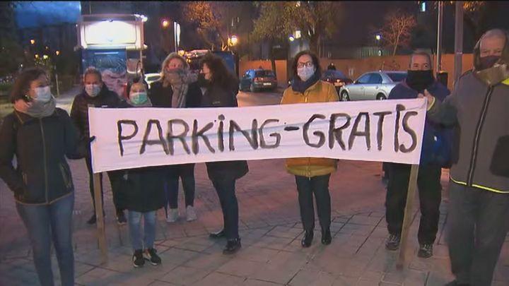 Protesta de los vecinos de Parque Europa porque el parking disuasorio del Ayuntamiento les deja sin plazas