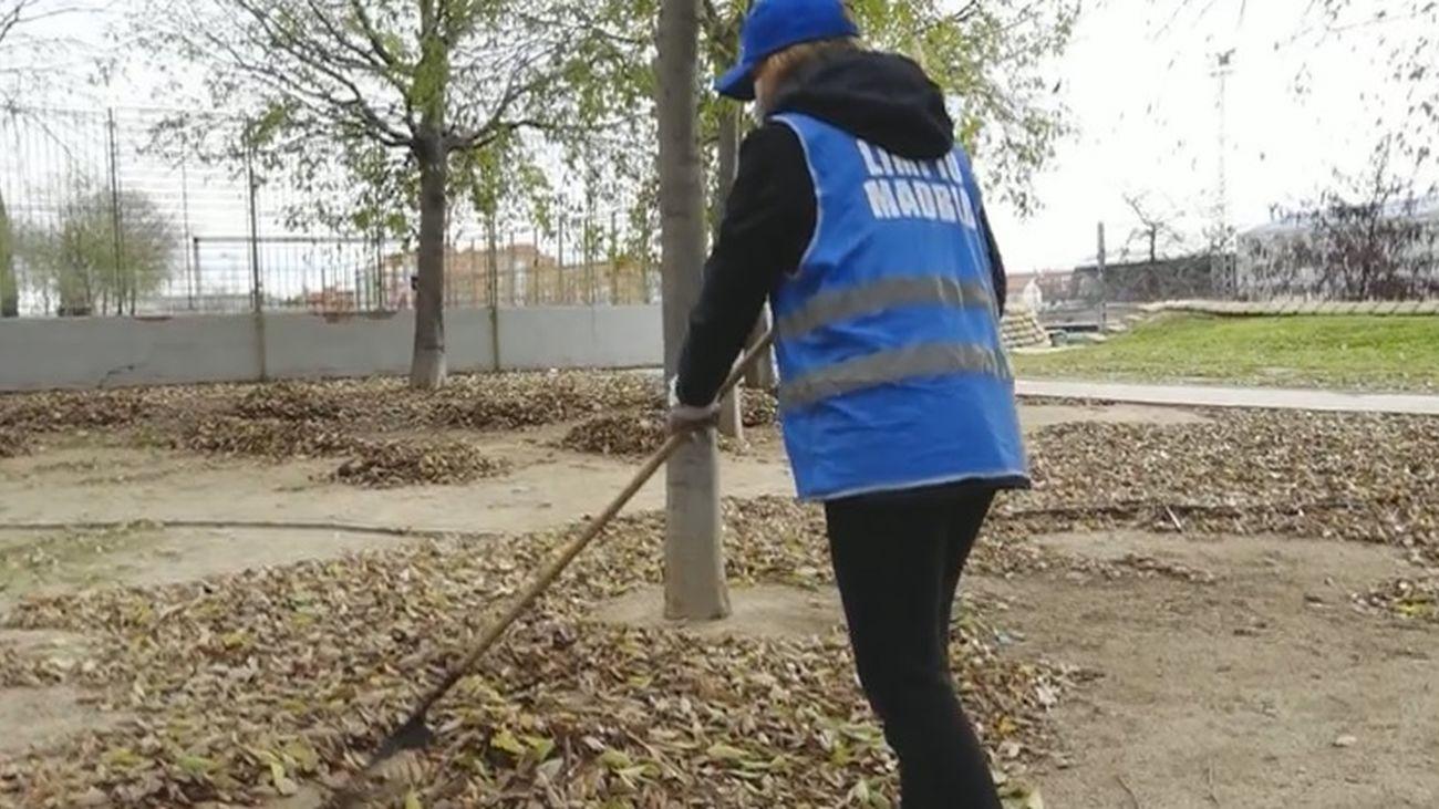 Limpiar las calles en lugar de pagar la multa