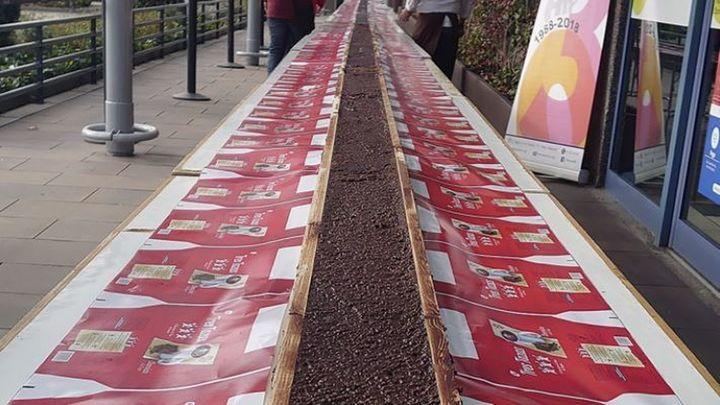 El turrón de chocolate más largo del mundo está en Cibeles
