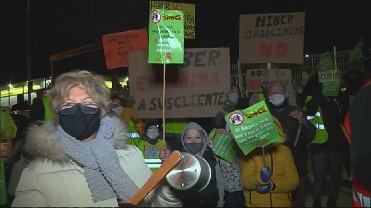 Los vecinos de Perales del Río se concentran contra la construcción de una gasolinera