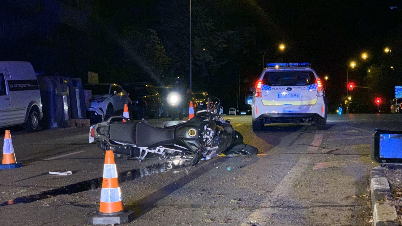 En estado muy grave un motorista tras colisionar contra un vehículo en Ciudad Lineal