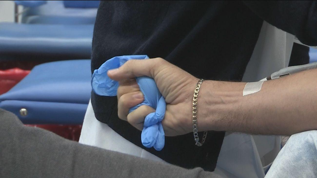 Los madrileños que han superado el Covid donan plasma para salvar vidas