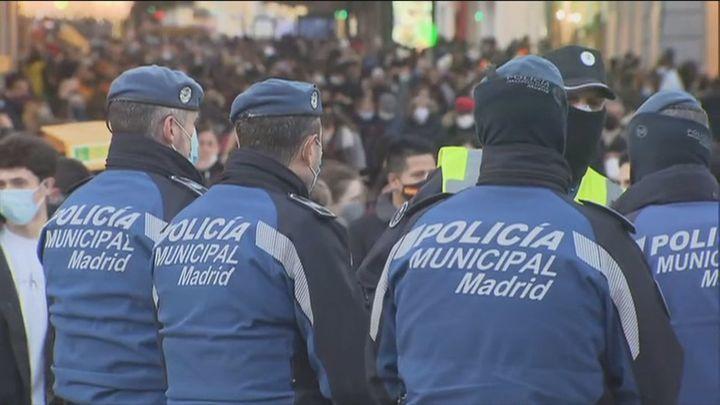 Los madrileños pasean por un centro más despejado en un Madrid atípico para el Puente