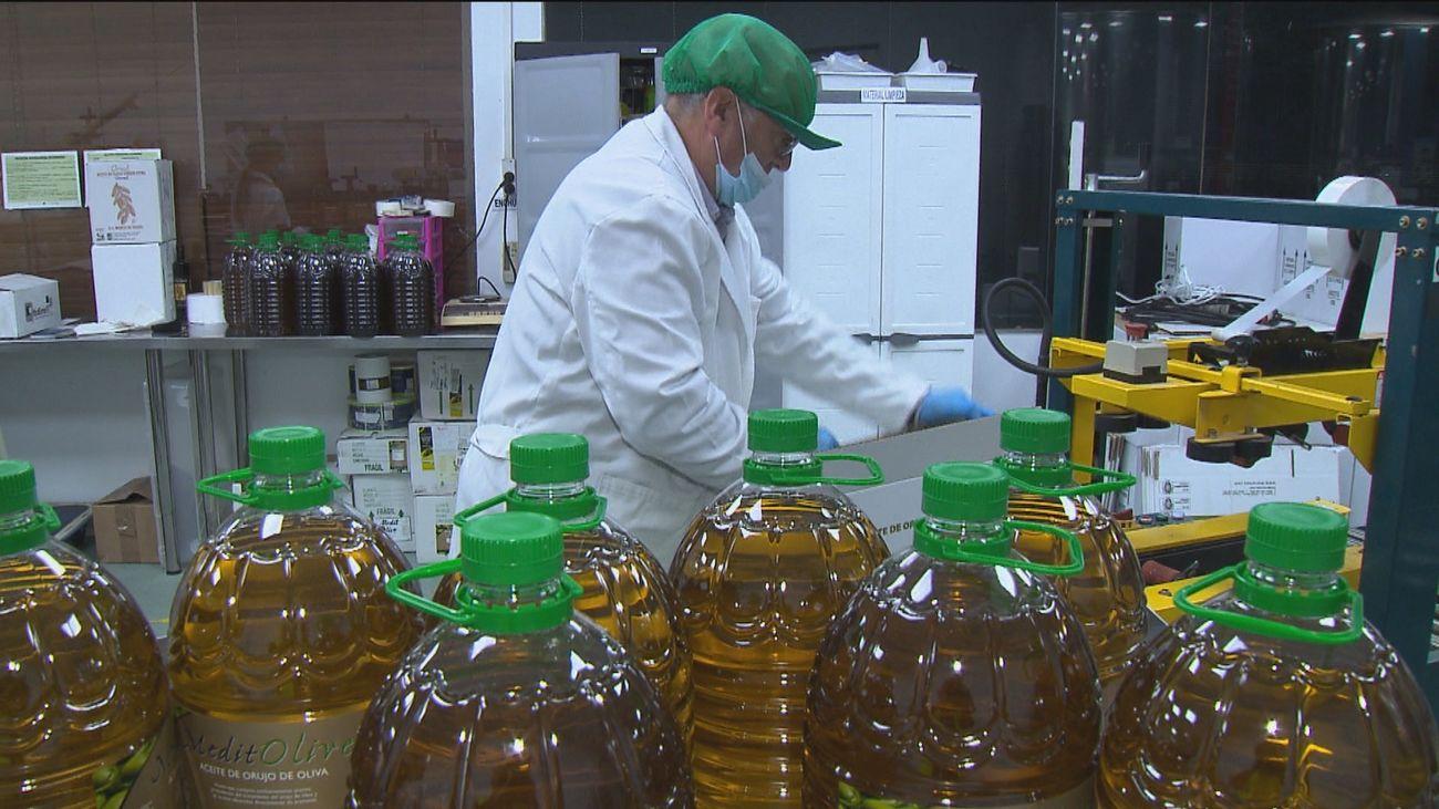 """El aceite de orujo, """"el mejor para freír del mundo"""""""