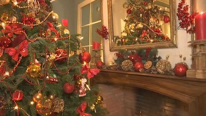 Nos colamos en los hogares madrileños con una decoración de Navidad de revista