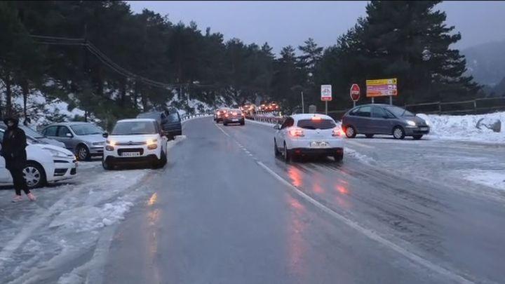 La Policía corta la carretera de Navacerrada y obliga a los vehículos retroceder