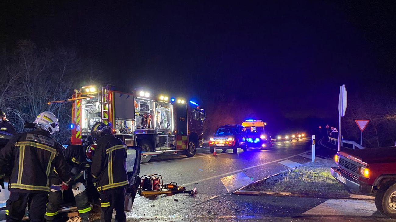 Bomberos de la Comunidad de Madrid intervienen en un accidente de tráfico en  Valdemorillo