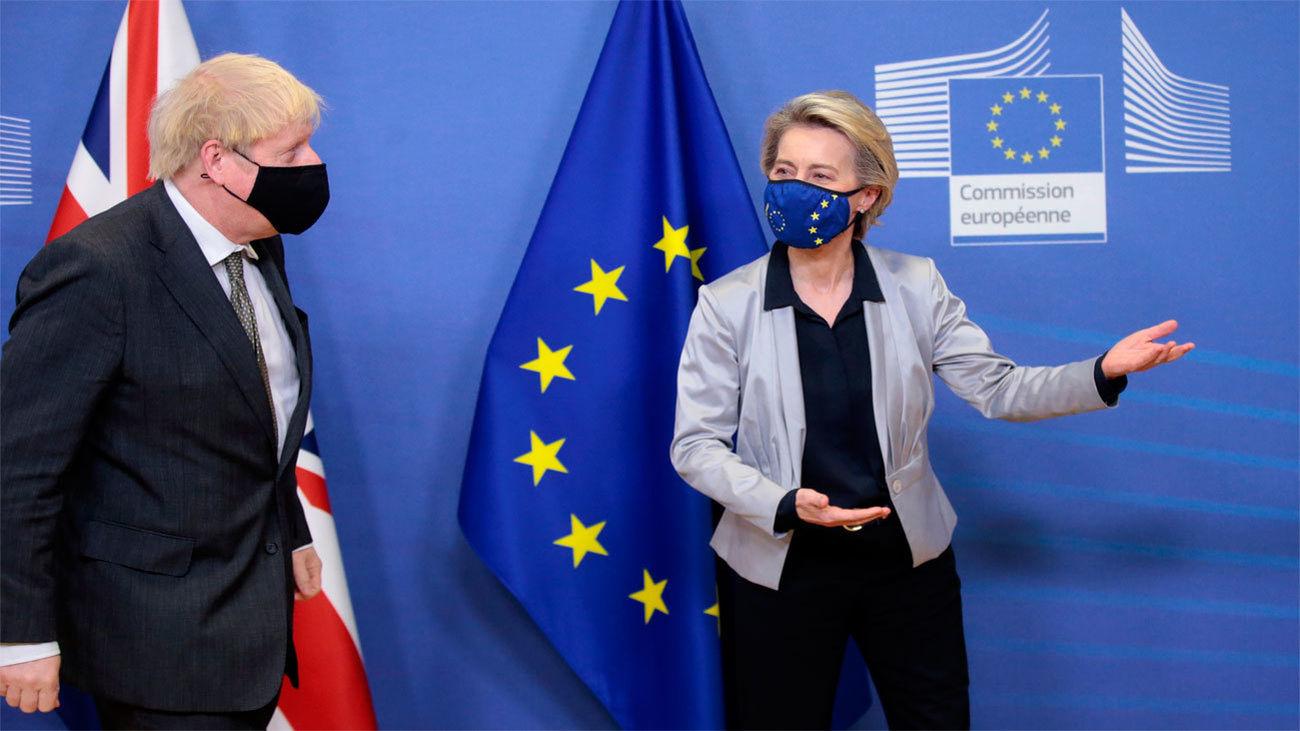 Von der Leyen recibe a Johnson en Bruselas para una cena clave sobre el Brexit