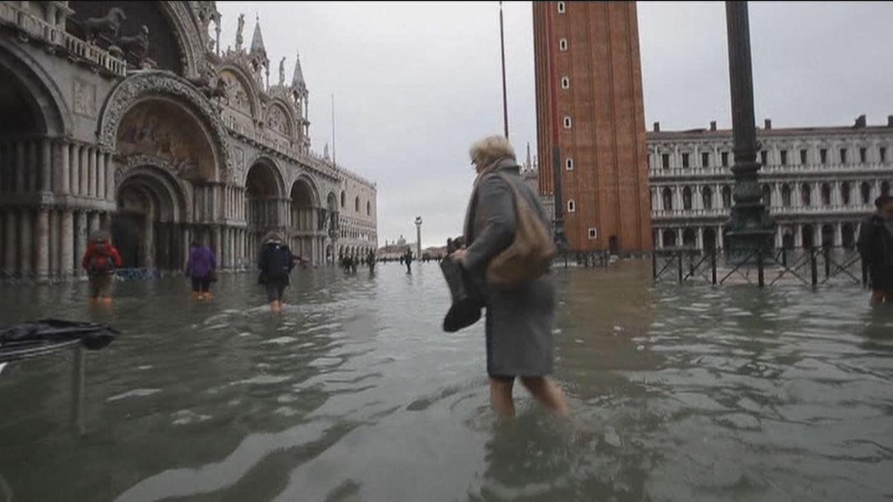 El temporal inunda Venecia al no activarse el sistema de diques