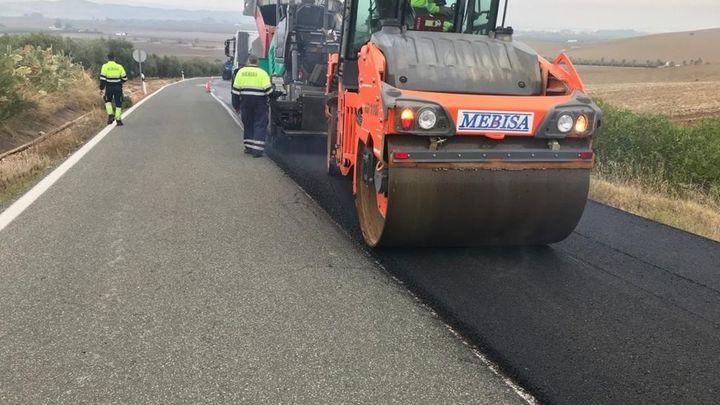 Comienza el asfaltado de la carretera del Cementerio de Getafe