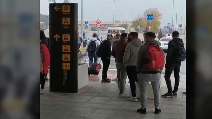 Polémico traslado de 200 inmigrantes de Canarias a Granada