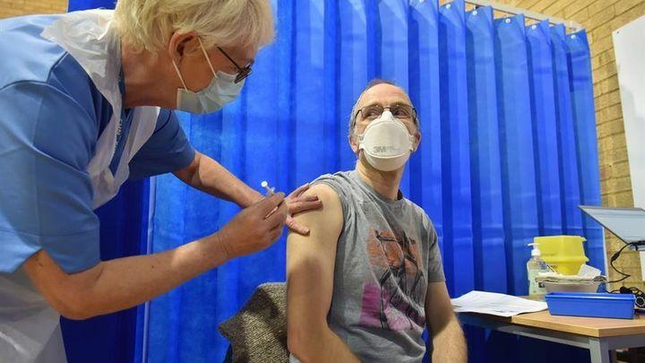 La posibilidad de una reacción alérgica a la vacuna de la covid es muy escasa