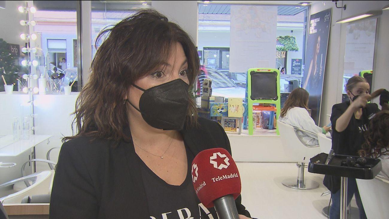 Una peluquería madrileña ofrece peinados a cambio de juguetes para los niños