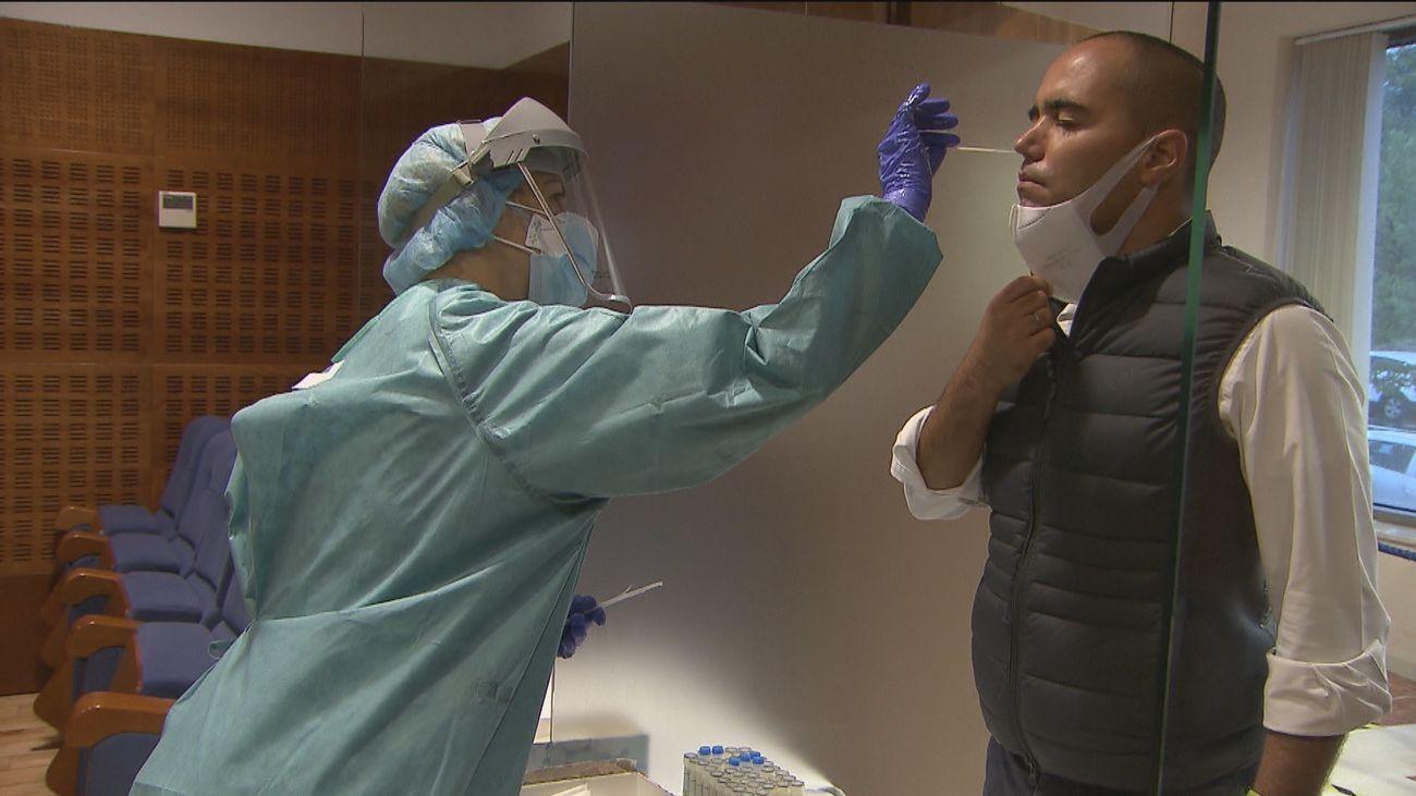 Sanidad registra 7.955 contagios y 325 nuevas defunciones por Covid-19