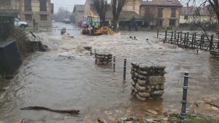 Localizado sin vida el conductor de la retroexcavadora arrastrado por las aguas en Rascafría