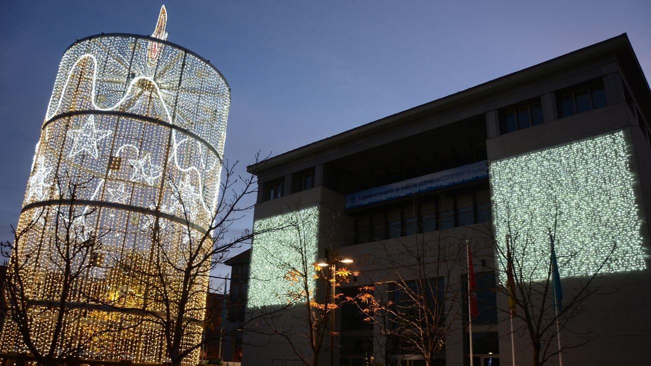 Iluminación navideña frete al Ayuntamiento de Leganés