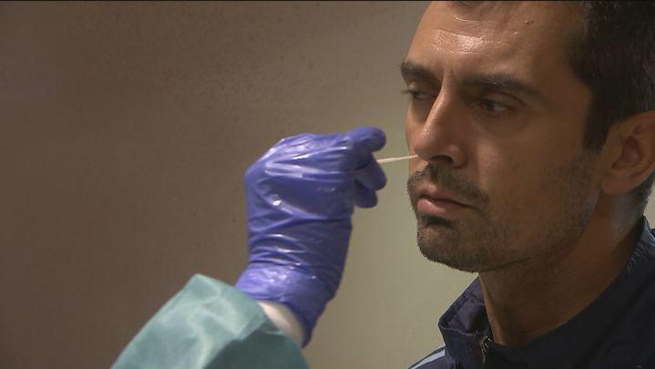 La Comunidad  comunica 2.200 nuevos casos de Covid con 904 contagios y 13 defunciones en 24 horas