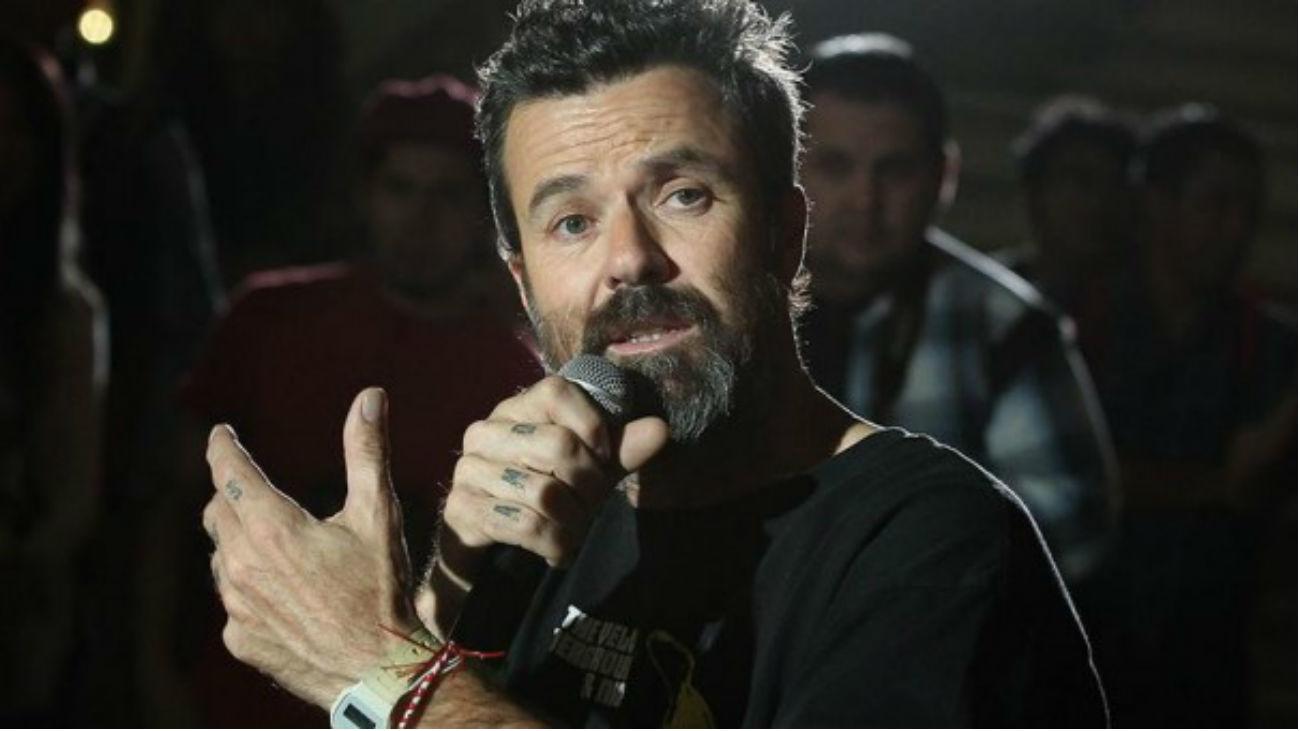 'Misteriosamente hoy', el videoclip póstumo de Pau Donés con imágenes inéditas