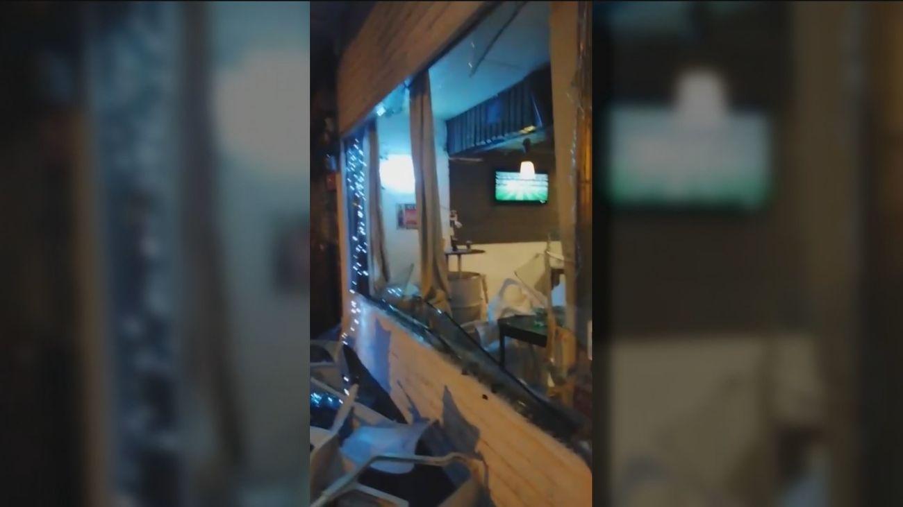 Destrozan un bar en cuestión de minutos, en el Barrio del Pilar