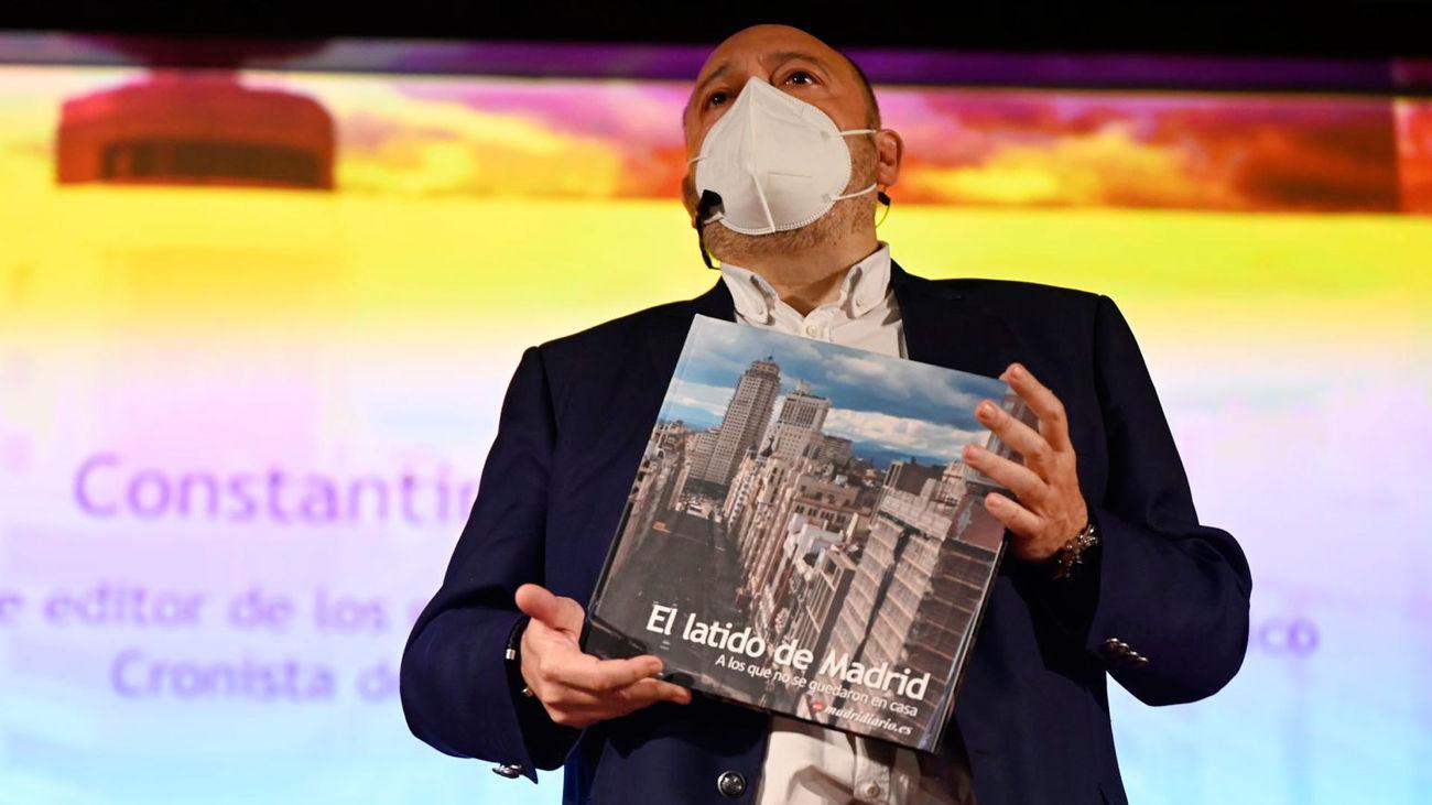 Constantino Mediavilla durante la presentación de 'El latido de Madrid', un libro de fotografías que rinde homenaje a los trabajadores esenciales en la pandemia.