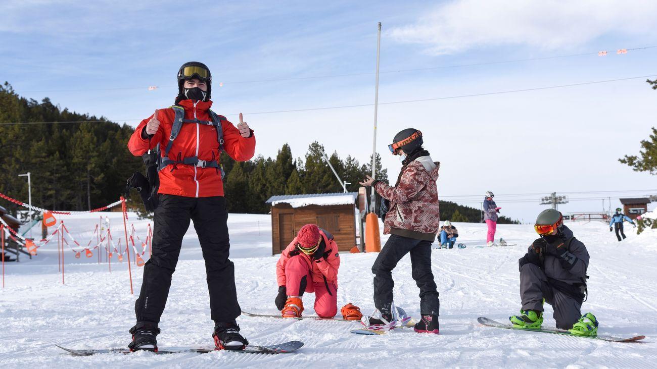 Abren las estaciones de esquí en Cataluña mientras repunta el coronavirus a 10 días de Navidad