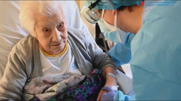 Elena, de 104 años, todo un símbolo en Madrid contra el coronavirus