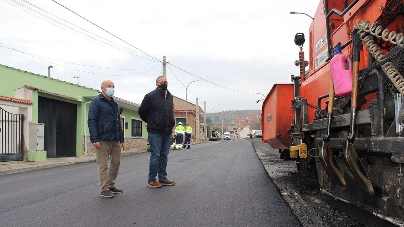 Visita del equipo municipal morateño a los trabajos de asfaltado