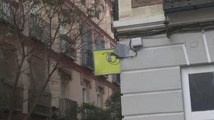 Las cámaras de seguridad llegan a la calle Topete, pero cortan los cables al poco de ser instaladas
