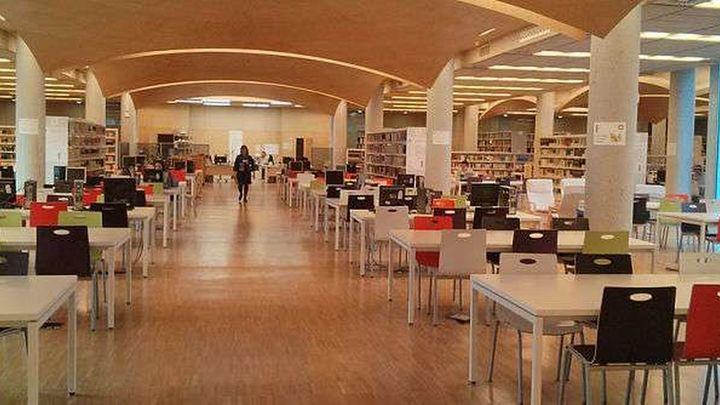 Estudiantes de la Complutense se encierran para protestar por los horarios de las bibliotecas