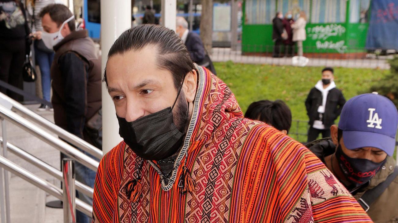 El bailaor Rafael Amargo acude a los juzgados junto a su pareja a firmar