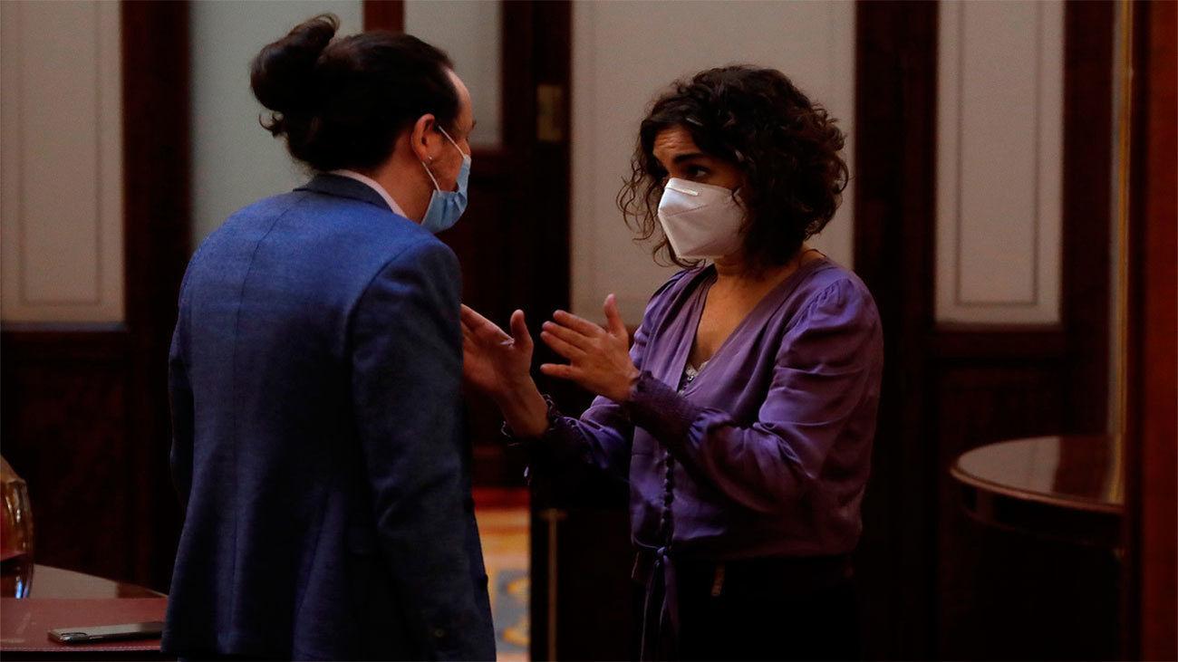 """""""No seas cabezón"""", le dice Montero a Iglesias en los pasillos del Congreso"""