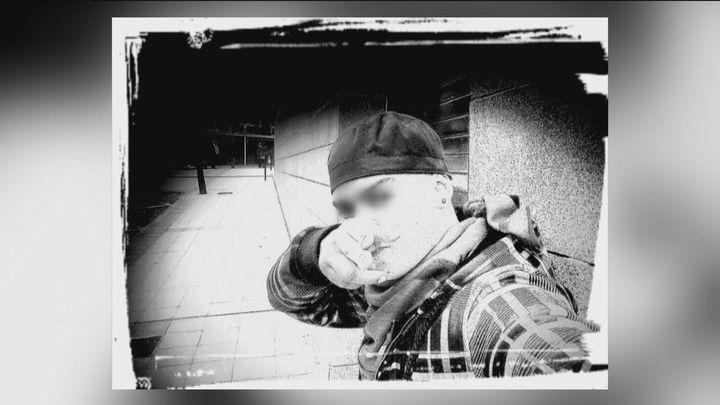 La vida de José, de estar en la calle a querer ser francotirador del Daesh